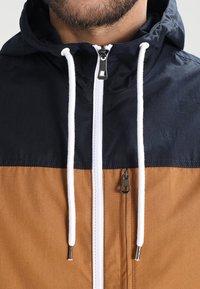 Pier One - Lehká bunda - dark blue / camel - 3
