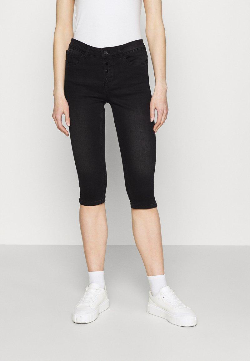 Vero Moda - VMSEVEN BUTTON FLY KNICKERS - Denim shorts - black