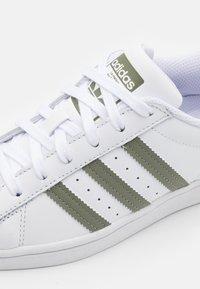 adidas Originals - SUPERSTAR UNISEX - Sneakers - footwear white/legacy green/offwhite - 5