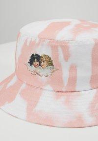 Fiorucci - TIE DYE BUCKET HAT - Hat - pink - 4