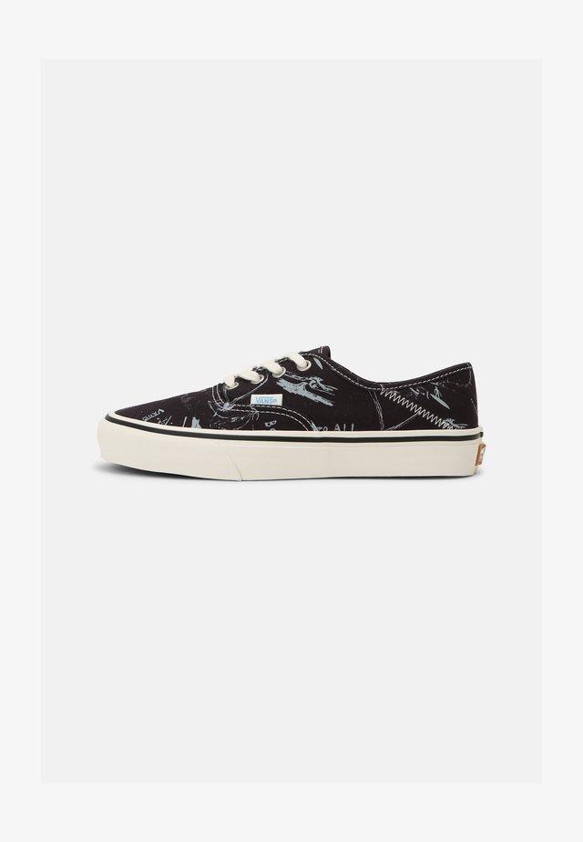UA AUTHENTIC SF UNISEX - Sneakers laag - black/antique white
