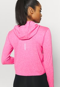 Nike Performance - ELEMENT - Chaqueta de entrenamiento - hyper pink/pink glow - 5