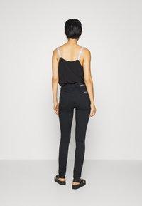 Calvin Klein Jeans - HIGH RISE SKINNY - Jeans Skinny - black denim - 2