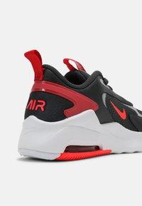 Nike Sportswear - AIR MAX BOLT UNISEX - Sneakers basse - dark smoke grey/bright crimson/university red/light smoke grey - 4