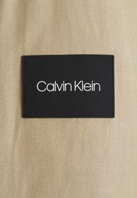 Calvin Klein Tailored - ICONIC HARRINGTON JACKET - Giacca leggera - travertine - 2