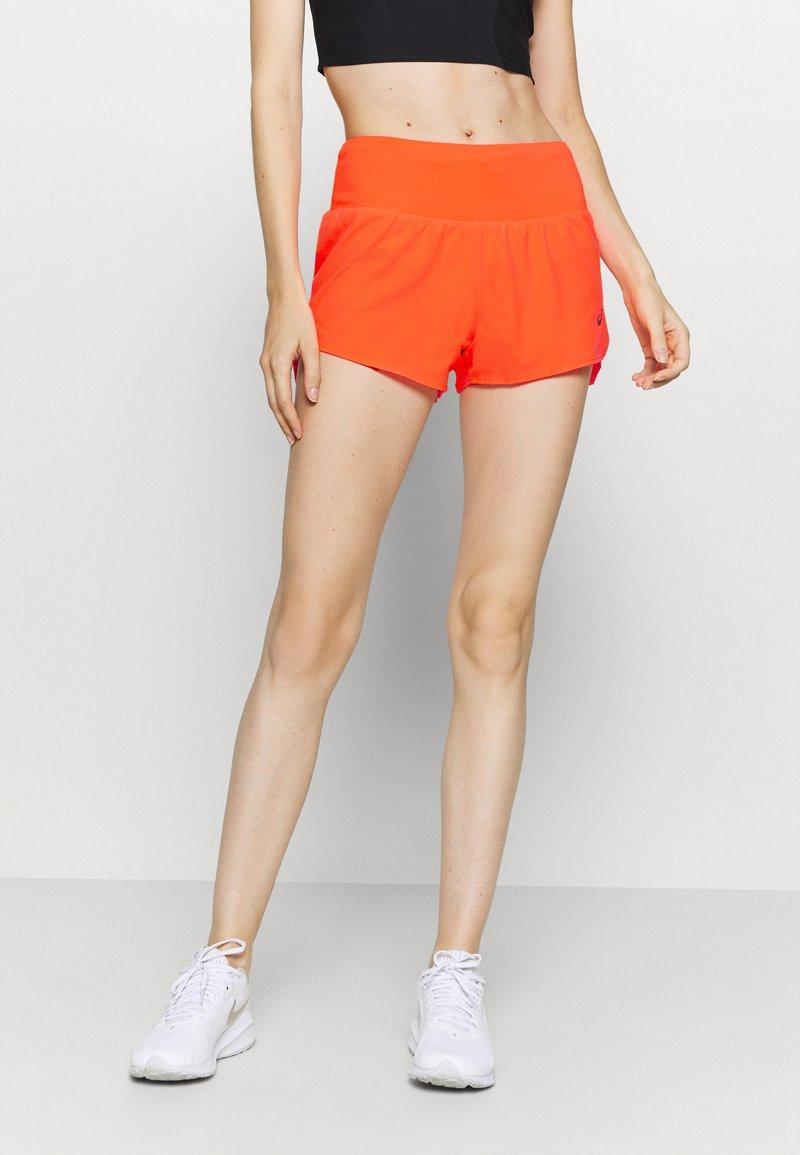 ASICS - ROAD SHORT - Pantaloncini sportivi - flash coral