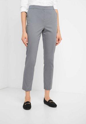 MIT BÜGELFALTEN - Trousers - grau