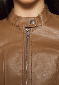 ONLY Petite - ONLMELISA JACKET - Faux leather jacket - cognac - 5