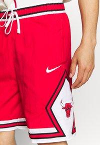 Nike Performance - NBA CHICAGO BULLS SHORT - Squadra - university red/white/black - 4
