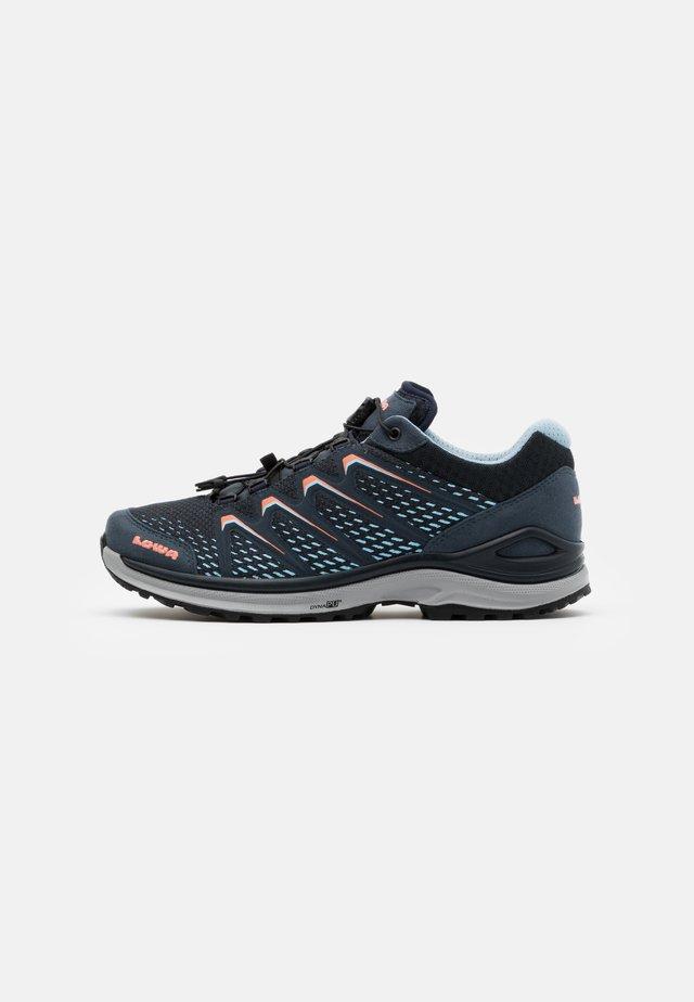 MADDOX GTX - Hiking shoes - stahlblau/lachs