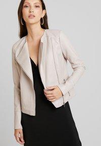 Forever New - NINA COLLARLESS BIKER - Faux leather jacket - mink - 0