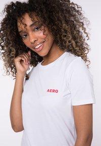 AÉROPOSTALE - Print T-shirt - white - 2