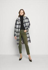 CLOSED - BAKER - Slim fit jeans - lentil - 1