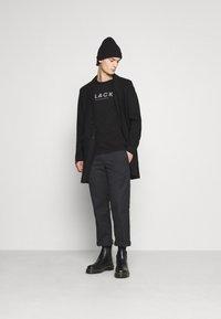 Jack & Jones PREMIUM - JPRBLACLEAN TEE CREW NECK - Print T-shirt - black - 1