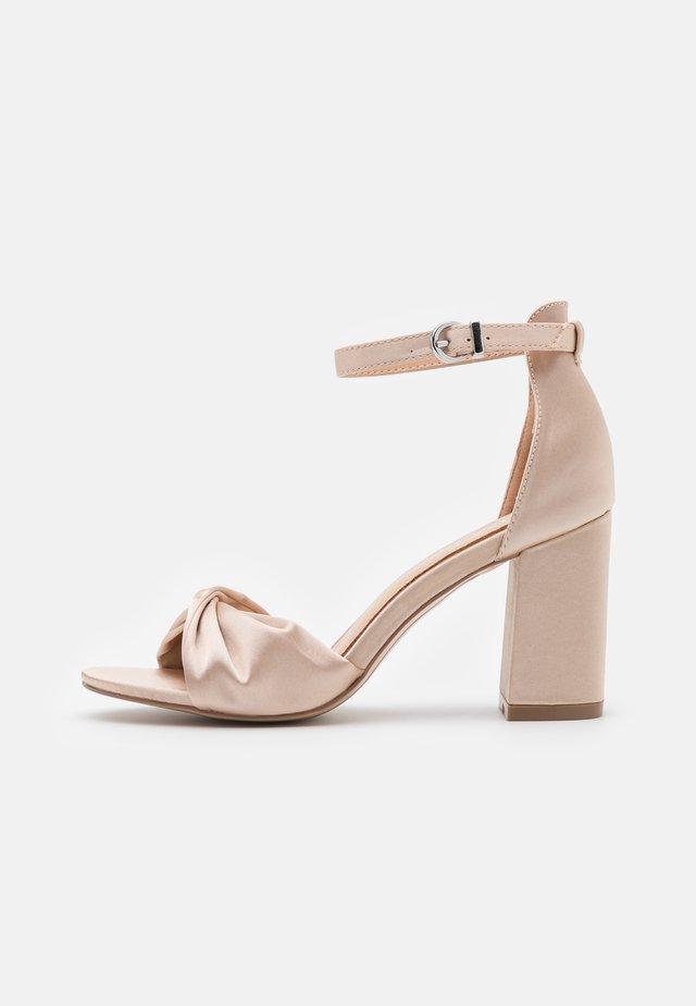 DEB - Sandaler med høye hæler - oyster