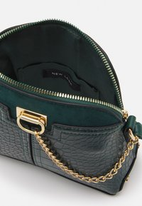 New Look - KIERAN LIZARD MINI KETTLE - Across body bag - dark green - 2