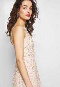 Needle & Thread - SWEET PETAL CAMI DRESS EXCLUSIVE - Koktejlové šaty/ šaty na párty - meadow pink - 3