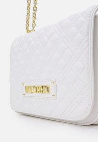 Love Moschino - QUILTED SOFT - Across body bag - bianco - 4