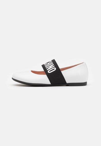 Ankle strap ballet pumps - white