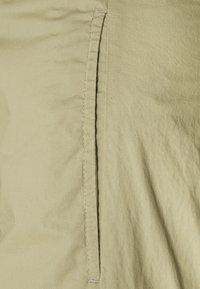 CLOSED - LUDWIG - Trousers - green bark - 2