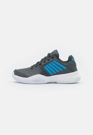 COURT EXPRESS CARPET UNISEX - Carpet court tennis shoes - dark shadow/white/swedish blue