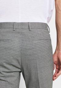 Tommy Hilfiger Tailored - FLEX MINI CHECK SLIM FIT SUIT - Traje - grey - 7