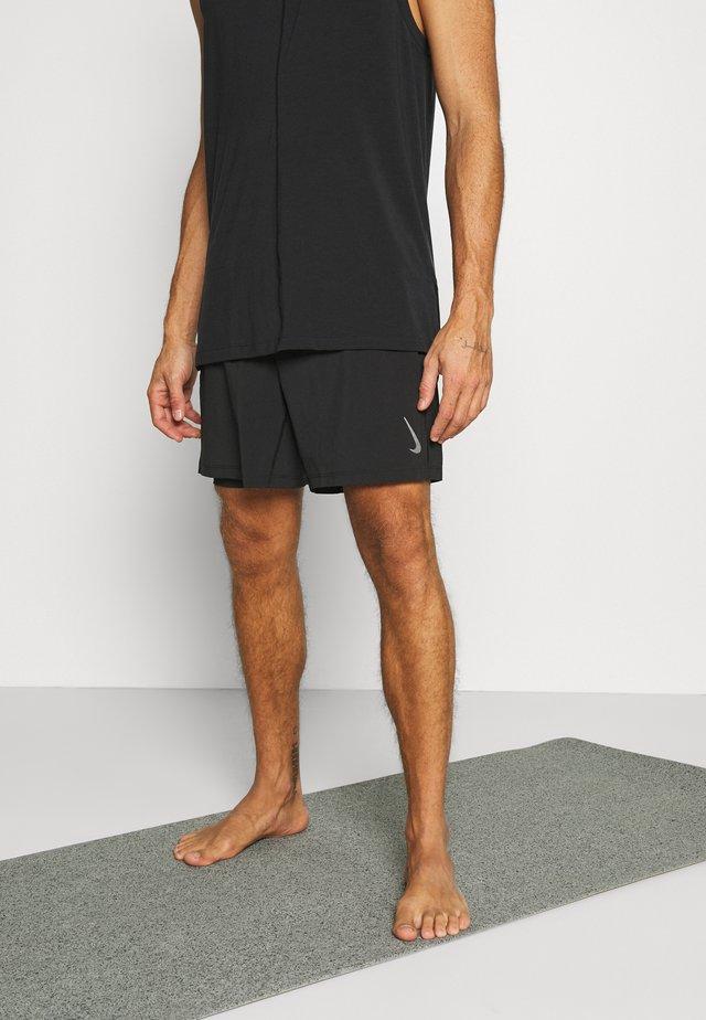 SHORT - Korte broeken - black/gray