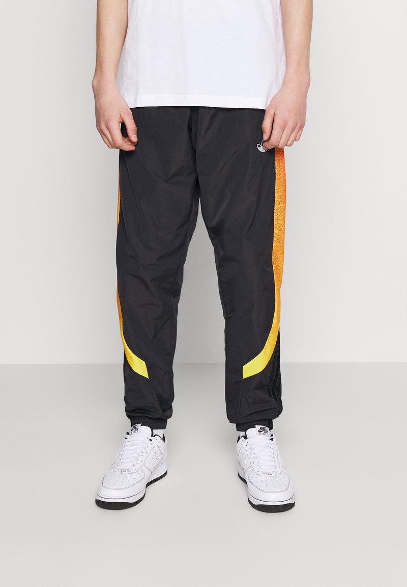 adidas Originals - SPRAY UNISEX - Pantaloni sportivi - black