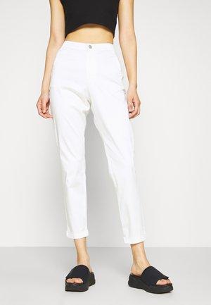 VICHINO 7/8 NEW PANT - Pantalones chinos - snow white