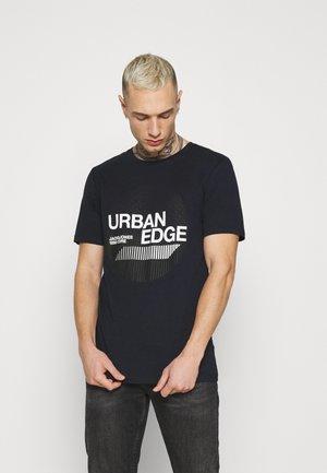 JCOBOOSTER TEE CREW NECK - Print T-shirt - navy blazer