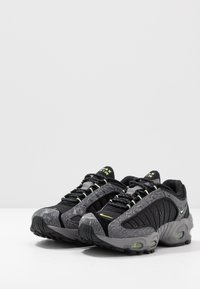 Nike Sportswear - AIR MAX TAILWIND IV SE - Trainers - gunsmoke/barely volt/black/opti yellow - 3