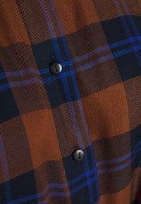 JDY - JDYSTAY MIDCALF DRESS - Košilové šaty - brown/blue - 2