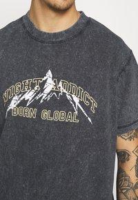 Night Addict - KIETH UNISEX - T-shirt con stampa - black acid wash - 6