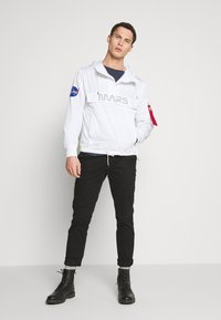 Alpha Industries - Vindjacka - white - 1