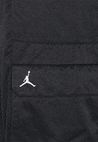 Jordan - HEATWAVE UTILITY PANT - Cargo trousers - black/white - 2
