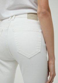 PULL&BEAR - Jeans a zampa - white - 4