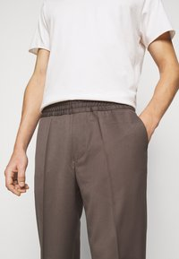 Filippa K - TERRY  - Trousers - taupe - 3