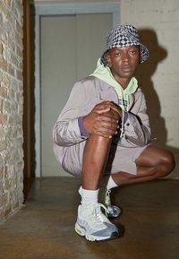 Nike Sportswear - AIR MAX 95 - Sneakersy niskie - white/black/cool grey/wolf grey/pure platinum/volt - 0