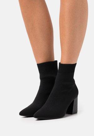 SLIP IN - Korte laarzen - black