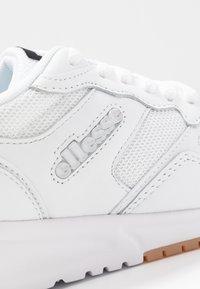 Ellesse - NYC - Baskets basses - white/grey - 2