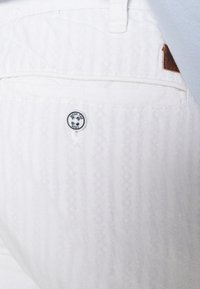 INDICODE JEANS - GALLEGOS - Trousers - white - 5