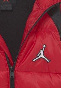 Jordan - FLIGHT PUFFER UNISEX - Giacca invernale - gym red - 3