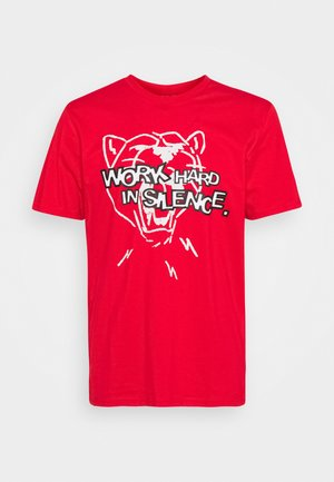 FRANCHISE GRAPHIC TEE - Print T-shirt - high risk red