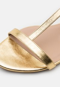 Patrizia Pepe - Sandals - gold star - 3