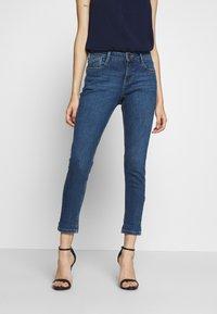 Dorothy Perkins Petite - PETITES MIDWASH ABRASION HARPER  - Slim fit jeans - mid wash denim - 0
