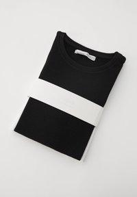 PULL&BEAR - T-shirt basic - black - 5