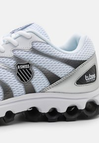 K-SWISS - TUBES SCORCH - Trainers - white/black/silver - 5