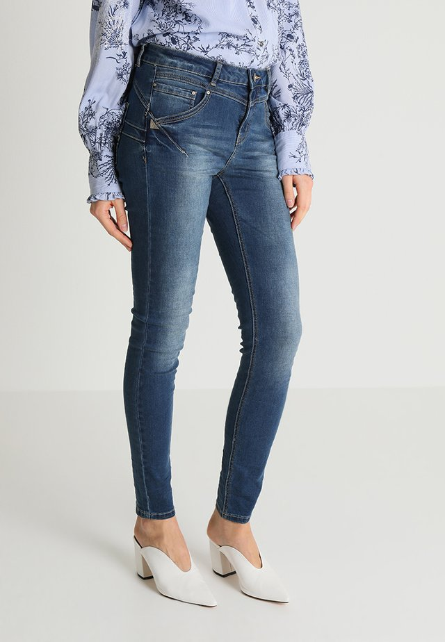 AMALIE SHAPE - Slim fit jeans - rich blue denim