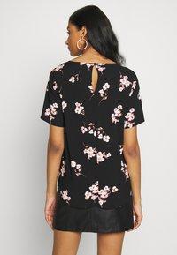 b.young - BYISOLE O NECK BLOUSE  - Bluser - black combi - 0