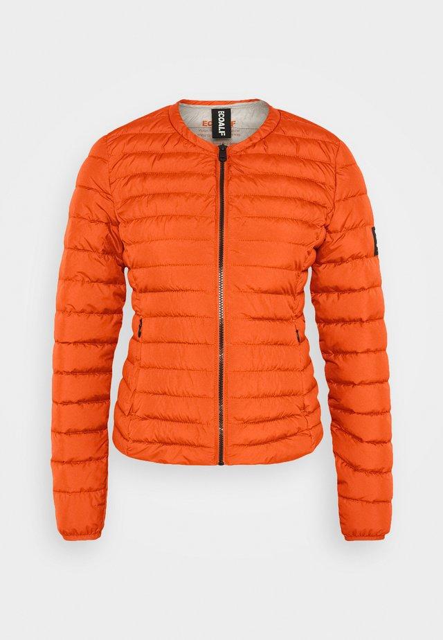 USUAHIA JACKET WOMAN - Lehká bunda - dark orange